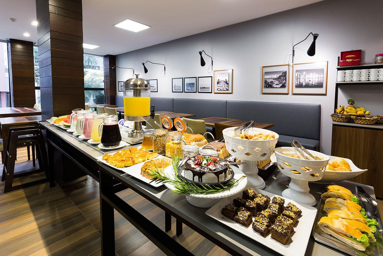 Foto Café da Manhã com bolos  Tropikalya Gold Hotel